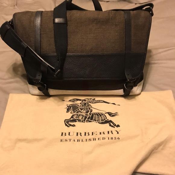 89dc12f52886 Burberry Handbags - Don t Buy ✳️Authentic✳ Burberry Messenger Bag